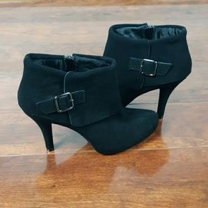 Kenneth Cole Reaction Black Suede Bootie 8.5